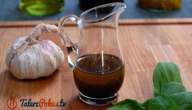 Aromatyczny sos do sałaty