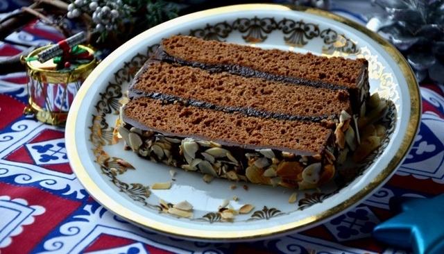 Piernik staropolski (długodojrzewający) z powidłami śliwkowymi i polewą czekoladową